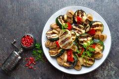 Салат с зажаренными овощами и грибами Vegetable салат с зажаренными champignons зажженный салат Стоковые Фотографии RF