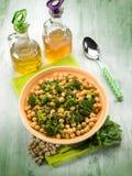 Салат с нутами anche брокколи стоковое фото rf
