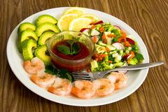 Салат с шримсом и авокадоом Стоковые Фото
