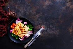 Салат с halloumi стоковые изображения rf