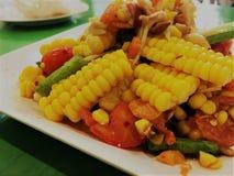 Салат фунта мозоли с посоленным стилем Тайской кухни яйца стоковые изображения rf