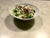 Салат Цезара классицистическо Свежее блюдо салата лакомка стоковые фото