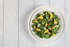 Салат шпината выходит, ананас, сыр Стоковые Изображения RF