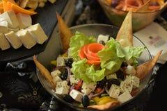 Салат Nachos с много сыром стоковые изображения rf