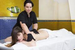 салон красоты делая массаж Стоковые Изображения