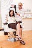 салон парикмахера более сухих волос клиента Стоковое Изображение