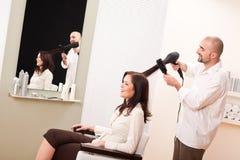 салон профессионала парикмахера более сухих волос Стоковое Фото
