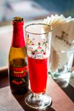 Салфетки пива плодоовощ и стекла пива и бумажных Стоковые Изображения