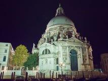 салют santa venice базилики della di maria причаленный взгляд корабля порта ночи стоковые фотографии rf