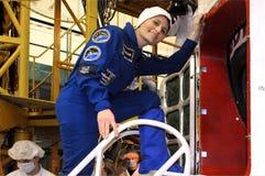 Саманта Cristoforetti перед пригонкой проверяет внутри Байконур Стоковое Фото