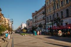 САМАРА, РОССИЯ - 10-ое августа 2016: Центральная пешеходная улица Leningradskaya Стоковое Изображение RF