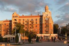 САМАРА, РОССИЯ - 12-ОЕ ОКТЯБРЯ 2016: Заход солнца в исторической части самары бывшего Куйбышев Стоковые Изображения RF