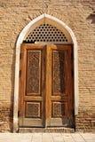 Самарканд: деревянная дверь в арабском стиле Стоковые Изображения RF