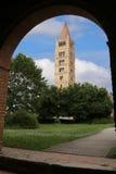 самая высокая старая колокольня аббатства Pomposa в Италии Стоковое Фото