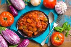 Самая лучшая итальянская еда - сицилийское caponata с баклажанами, томаты, стоковое фото rf