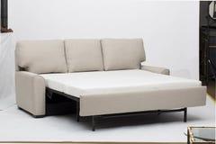 Самая лучшая конструированная диван-кровать, хорошо конструированные фото софы стоковая фотография