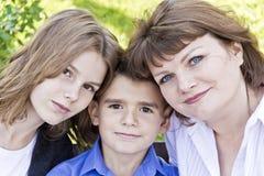 Самая счастливая мать с дочерью и сыном стоковые фото