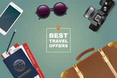 Самая лучшая иллюстрация предложения перемещения Вещество туризма на таблице Рамка пасспорта, билетов, солнечных очков, телефона, Стоковые Фотографии RF