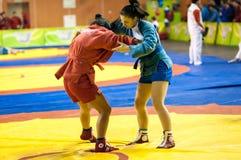 Самбо или самозащита без оружий. Девушки конкуренций… … Стоковое фото RF
