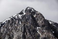 Саммит красивого pyramidal пика Mor Buachaille Etive в гористых местностях Шотландии стоковые изображения rf