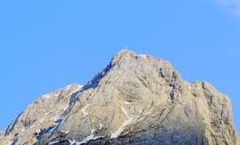 Саммит с крестом саммита в горных вершинах (lesachtal) Стоковые Фото