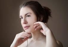 Самое красивое для женщины быть естественно красиво стоковая фотография rf