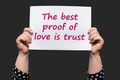 Самое лучшее доказательство влюбленности доверие стоковые изображения