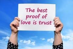 Самое лучшее доказательство влюбленности доверие стоковая фотография rf