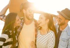 Самое лучшее лето с друзьями стоковое фото rf