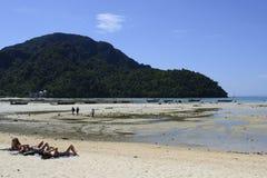 Самое сценарное, самое авантюрное и романтичное назначение назначения праздника в Таиланде острова Phi Phi Ko стоковое изображение