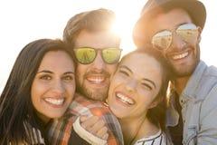 Самое лучшее лето с друзьями стоковое фото