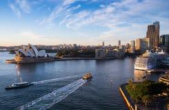 Самое лучшее attrection ` s мира туристское, оперный театр Сиднея Стоковое Изображение RF