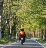 самокат riding Стоковые Фото