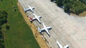 Самолеты в парковке в открытом Воздушные судн экспонатов музея E сток-видео