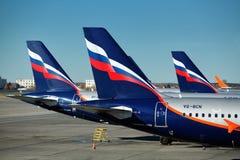 Самолеты двигателя работали авиакомпаниями Аэрофлота русскими на стержне d авиапорта Sheremetyevo Стоковые Фотографии RF
