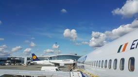 Самолеты на авиапорте Стоковые Изображения RF