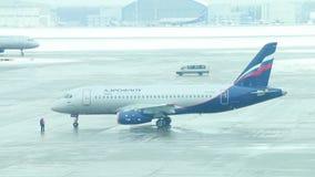 Самолет Аэрофлота в аэропорте видеоматериал
