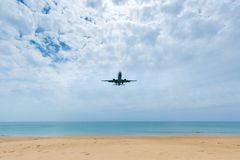 Самолет был понижен для того чтобы приземлиться стоковые фотографии rf