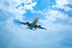 Самолет был понижен к приземляться стоковые изображения
