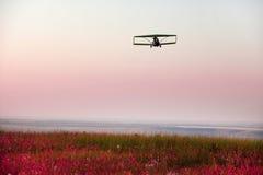 самолет встречает заход солнца Стоковое фото RF