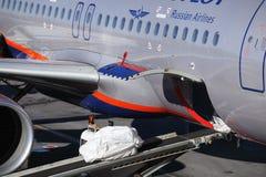 Самолет двигателя работал авиакомпаниями Аэрофлота русскими на стержне d авиапорта Sheremetyevo Стоковое фото RF