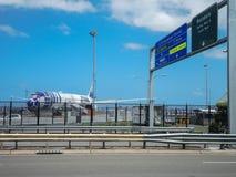 Самолет двигателя 787-9 Dreamliner Звездных войн R2D2 ` s All Nippon Airways Японии первый приезжал на авиапорт Kingsford Смита С стоковые фото