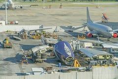 Самолет демонтирован к частям и старый стоковое фото