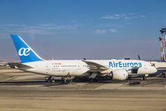 Самолет испанского воздуха Европы авиакомпании на авиапорте авиапорта Бен-Gurion стоковое изображение