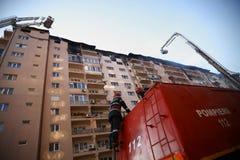 Самолет-истребители пожара на работе стоковые фотографии rf