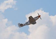 Самолет-истребитель мустанга P-51 стоковые изображения rf
