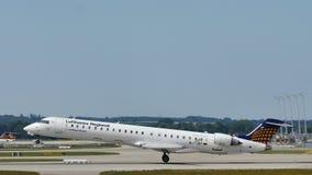 Самолет Люфтганзы региональный летая для того чтобы отдохнуть назначения стоковое фото