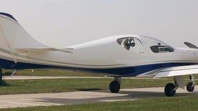Самолет на авиаполе сток-видео