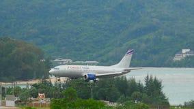 Самолет причаливая перед приземляться акции видеоматериалы