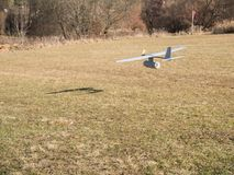 Самолет трутня, проход малой высоты стоковая фотография rf